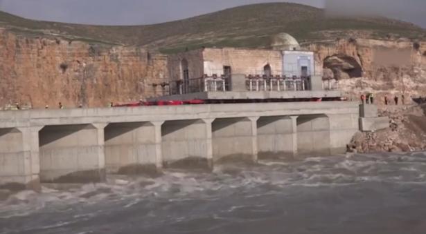 بالفيديو.. نقل مسجد عمره 611 عاما في تركيا بسبب بناء سد