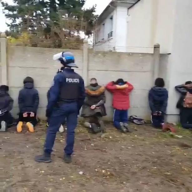 جدل بعد تركيع طلاب مدارس في فرنسا احتجوا على الغلاء (فيديو)