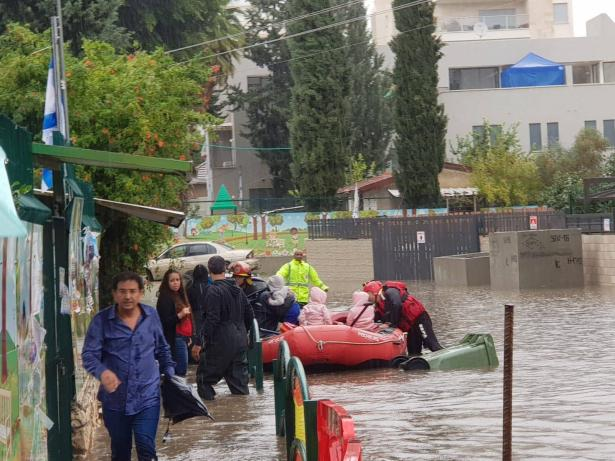 سلطة الاطفاء والانقاذ تحذّر من السيول والفيضانات وتناشد بتوخي الحذر