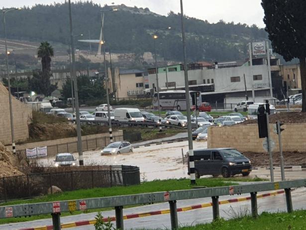 الناصرة: اغلاق شوارع بسبب الفيضانات