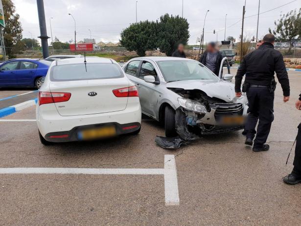 القبض على لصين بسيارة مسروقة خلال محاولة سرقة سيارة اخرى