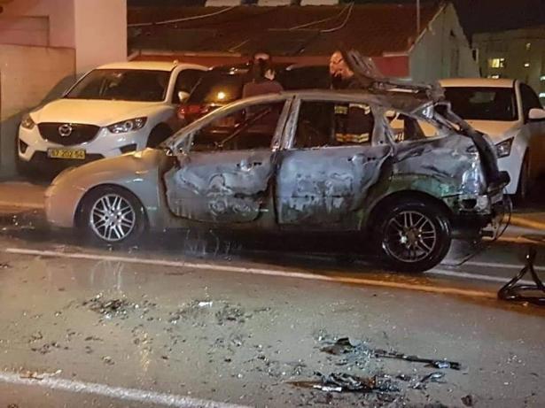 صاعقة برق تضرب سيارة في مدينة حيفا وتحرقها كلياً