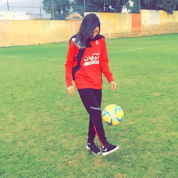 لاعبة كرة القدم رماح عدوي من طرعان تشارك ببطولة كروية في البحرين