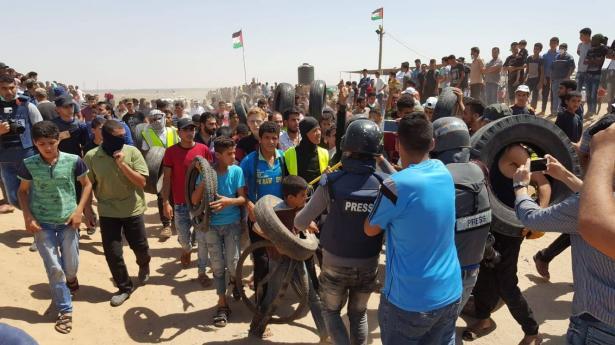 الغزيون يتوافدون على الحدود، وانباء عن اعتداء الجيش الاسرائيلي بالرصاص