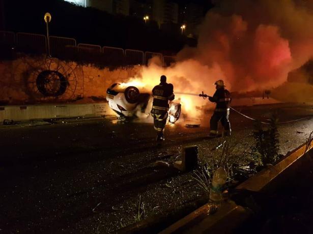مصرع شابين عربيين جراء انقلاب سيارة واحتراقها بمفرق