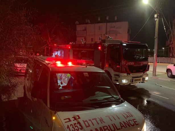 اصابة شخصين بصورة خطرة جراء استنشاق الدخان جراء حريق داخل شقة سكنية