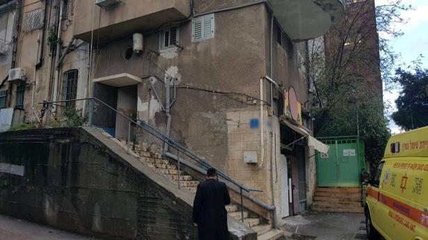 وفاة عامل اجنبي بعد العثور عليه في شقة بحيفا بعد استنشاقه ادخنة سامة