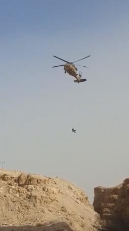 شاهد: انقاذ فتاة سقطت عن ارتفاع 10 امتار في منطقة البحر الميت