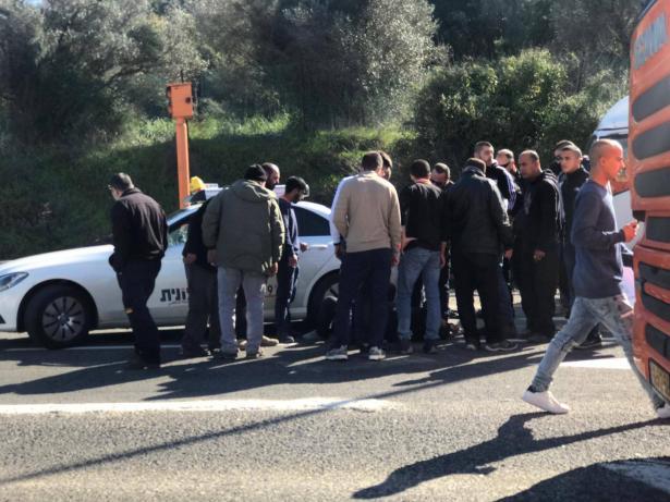 مراسل الشمس: حادثة اطلاق النار على سائق عند مدخل كفرقرع تتسبب بازدحامات مرورية