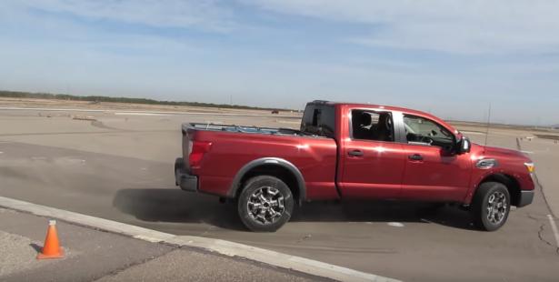 """""""بالفيديو"""" نيسان تكشف سبب تميز طلاء سياراتها ومقاومته أشعة الشمس"""