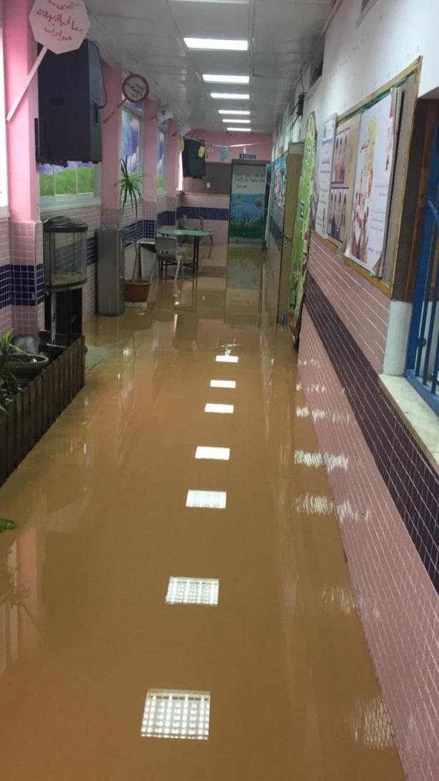 يحدث في طمرة صباح اليوم: مياه الامطار تغرق مدرسة الزهراء