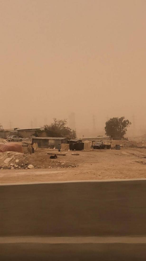 شاهد بالصور: عواصف رملية تجتاح منطقة النقب