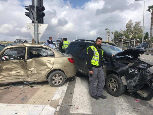 شاهد: حادث طرق مروع قرب مفرق طمرة يسفر عن اصابة حرجة لفتاة من طمرة