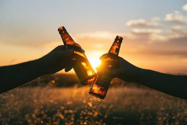تحذير للرجال من القاتل الصامت..تقرير يكشف تصاعد ضحايا الكحول