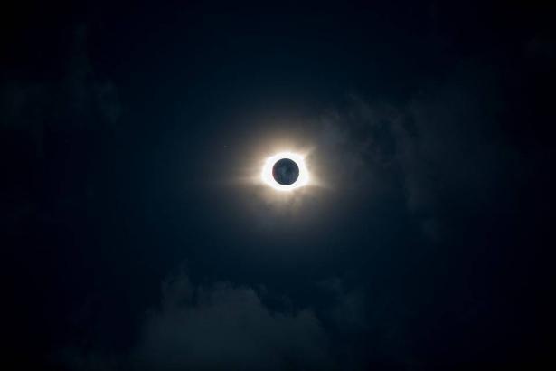 البحوث الفلكية: اليوم أول كسوف شمسى بعام 2019 يستغرق 4 ساعات و 15دقيقة