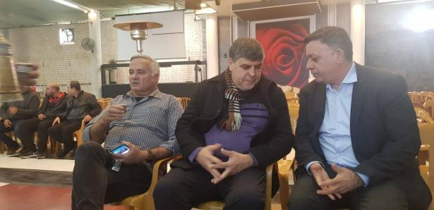 شاهد: آفي جباي يعزي رئيس بلدية ام الفحم بوفاة نجله