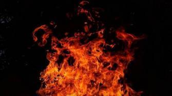 مشتبه من بيت حنينا يشعل النار ببناية سكنية بسبب خلاف عائلي