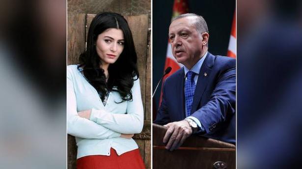 """بعد إهانتها فتيات محجبّات.. أردوغان يصف الممثلة التركية دنيز شاكر بـ """"الفاشية"""""""