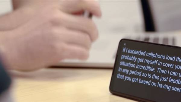 جوجل تطرح خدمات جديدة لمساعدة الصم وضعاف السمع.. فيديو