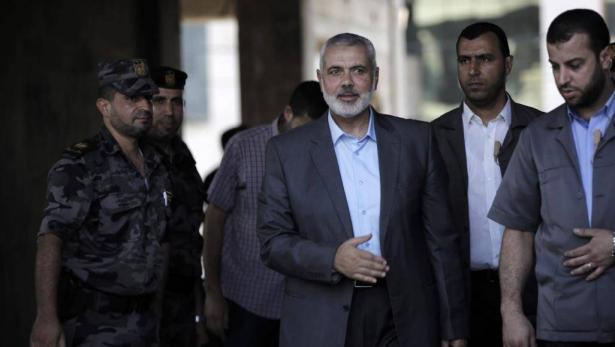 وفد من حركة حماس برئاسة هنية يغادر قطاع غزة إلى مصر