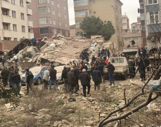 تركيا: انهيار مبنى في اسطنبول وسقوط ضحايا