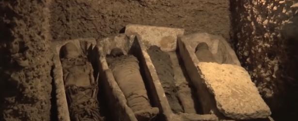 مصر تعلن اكتشاف مقبرة بداخلها 40 مومياء