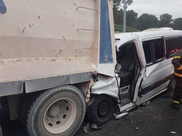حادث مروع في منطقة القدس يسفر عن 3 اصابات خطرة
