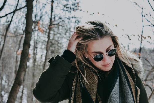 النظارة الشمسية مهمة أكثر في الشتاء !