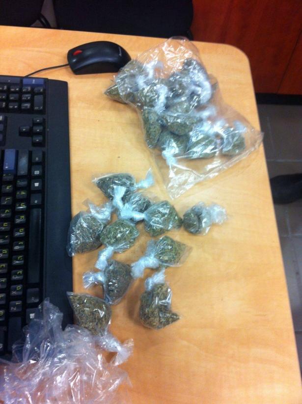 اتهام قاصرين بتجارة المخدرات بمدرسة ثانوية في هرتسليا
