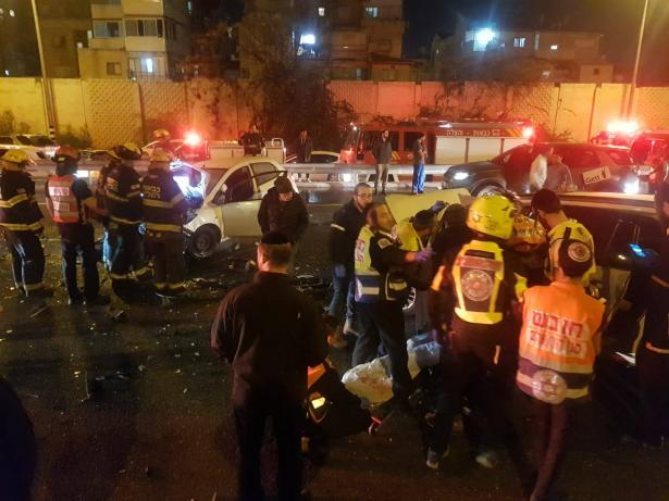 حادث مروع على شارع 4 يسفر عن اصابة حرجة لسيدة