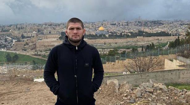 شاهد.. الملاكم الروسي حبيب محمدوف بطل