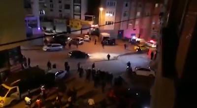 مواطنون أتراك يحطمون محال تعود ملكيتها للاجئين سوريين في اسطنبول