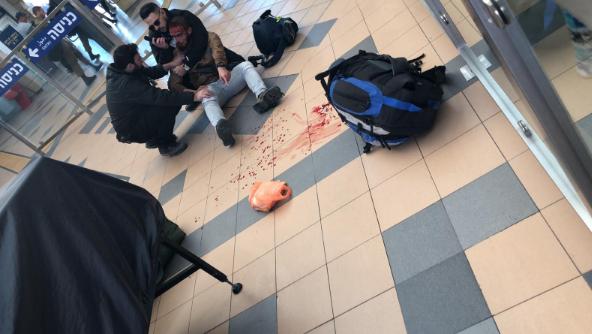 يحدث صباح اليوم: جندي عربي يتعرض للضرب من حراس محطة القطار المركزية ببئر السبع