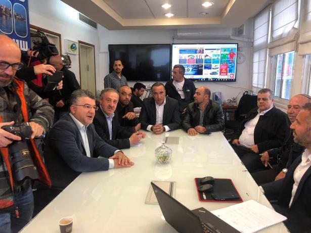 وفد المتابعة يتفق مع رئيس بلدية طبريا على عدم تغيير الوضع القائم في جامع البحر