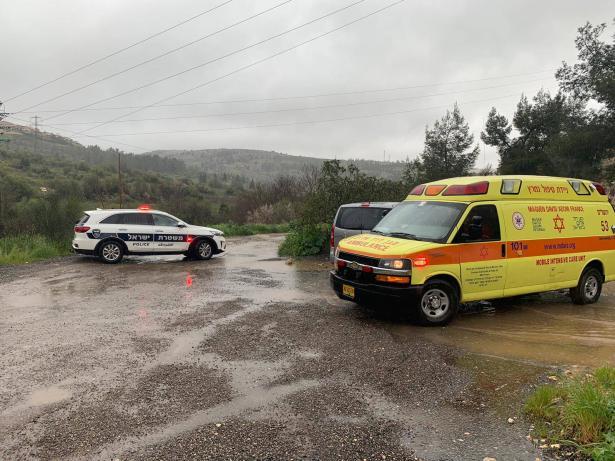 انقاذ شخص علق بسيارته في فيضان في منطقة القدس