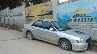 اعتداءات المستوطنين تتزايد: إعطاب مركبات وشعارات عنصرية غرب رام الله