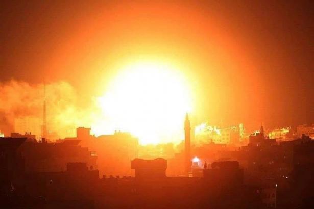 الجيش الإسرائيلي يشن غارات جوية على قطاع غزة ردا على إطلاق صاروخين على تل أبيب
