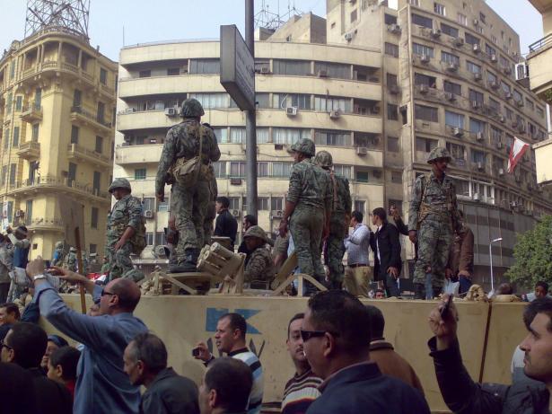 السيسي يخشى تجدد الاحتجاجات: خطط لإخلاء أقسام الشرطة وغلق العاصمة