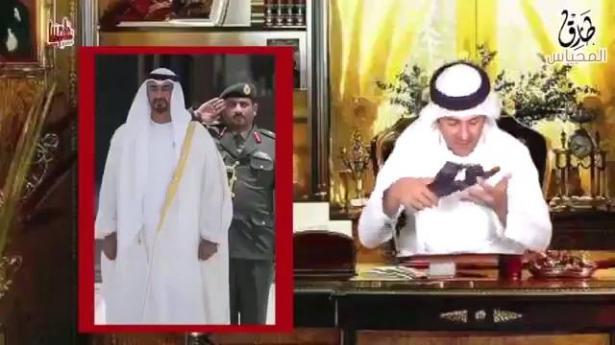 مذيع إماراتي يقبّل نعلا لمحمد بن زايد ويثير السخط (شاهد)