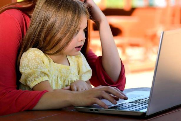 كيف نحمي اطفالنا من تحديات مواقع التواصل الاجتماعي؟