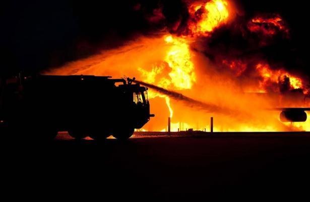 فاجعة في الخليل: مصرع طفلين إثر حريق وثالث بصورة خطرة