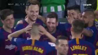 ميسي ينثر سحره ويقود برشلونة لسحق بيتيس