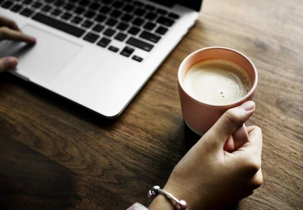 الحليب مع الشاي والقهوة يقي من