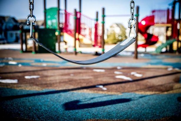 الشمس تناقش تقرير بطيرم الذي يشير أن حوالي 8300 ولد يتوجهون سنويا لغرف الطوارئ بسبب اصابتهم في حدائق الالعاب العامة