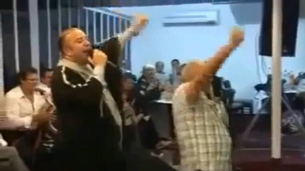 الفنان التونسي محسن الشريف يغني في إسرائيل ويهتف بحياة نتنياهو