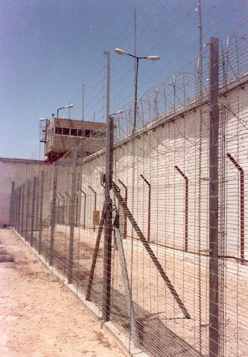 الأسرى يدخلون يومهم الرابع في اضرابهم عن الطعام