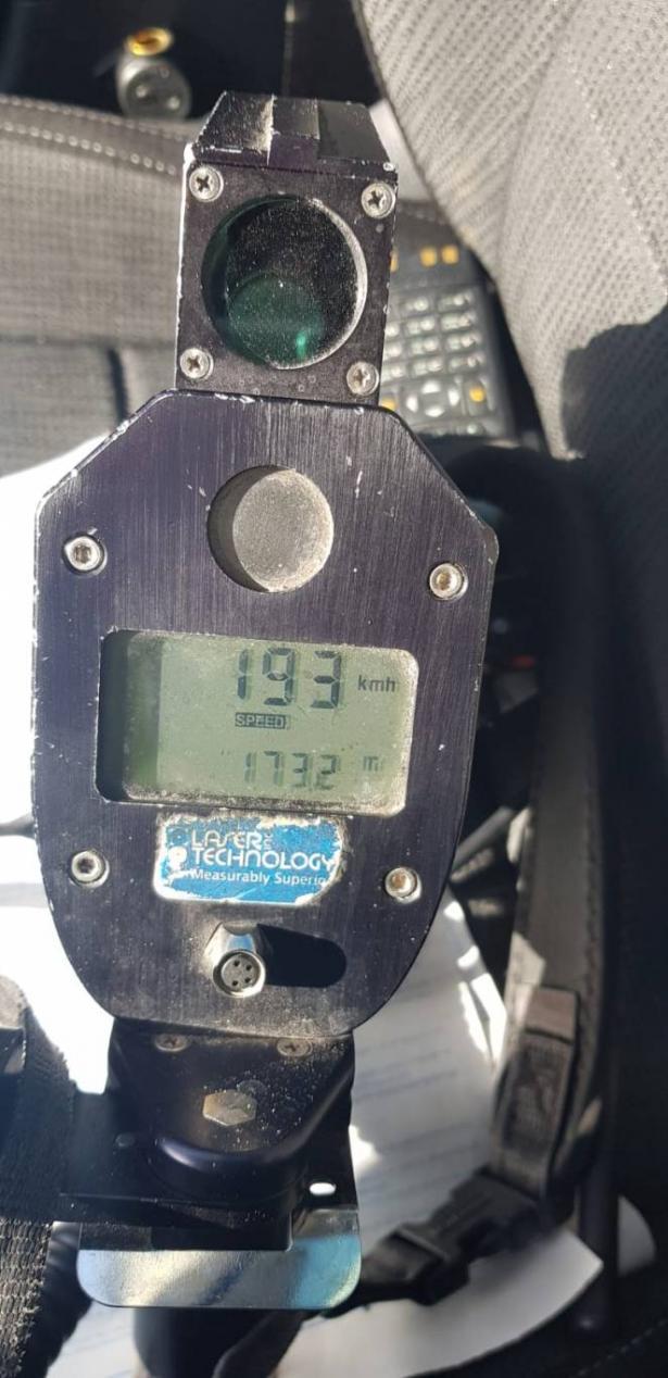 ضبط سائق بسرعة 193 كلم، السائق للشرطة: