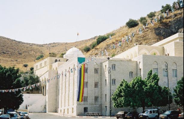 كيف أصبحت زيارة مقام النبي شعيب نهجًا وحدثًا اجتماعيًا؟ الشيخ ناطور يتحدث للشمس