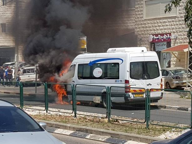 شاهد: اندلاع حريق بحافلة عند مدخل عرابة