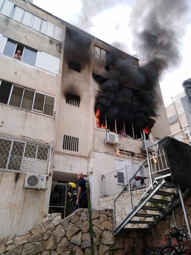 اندلاع حريق في شقة سكنية في حيفا و4 اصابات خطرة
